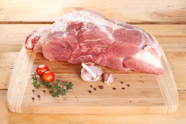 Schweineschulter mit Knochen 1000g