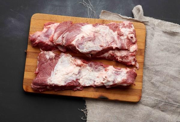 Rinderbrust (Rippen) 1000g - Am besten mariniert und gebraten auf einem Grill oder einer Grillplatte